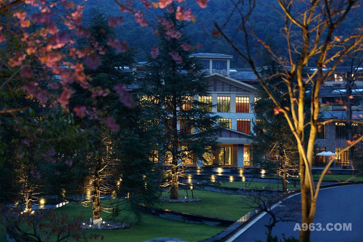 云南安宁金方森林温泉半山度假酒店说明